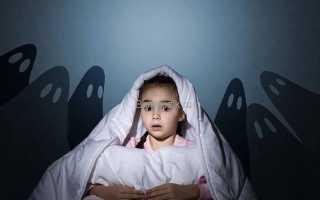Малыш боится оставаться один дома: рекомендации родителям. Ребенок боится оставаться один в комнате, что делать