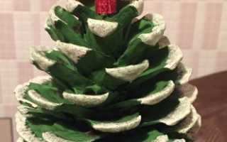Изготовление новогодней поделки елочка. Из атласной ленты. Видео-урок по изготовлению новогодней елки-поделки из шишек