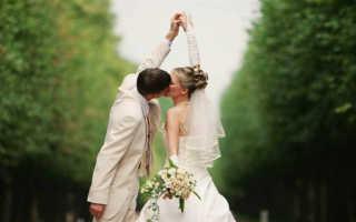 Поздравления с днем свадьбы коллеге женщине прикольные. Свадьба на работе: как правильно поздравить коллегу