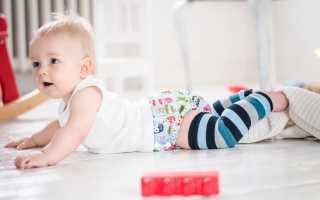 В каком возрасте ребенок ползает на четвереньках. Гимнастика и упражнения для ползания. Когда ребенок садится и встает