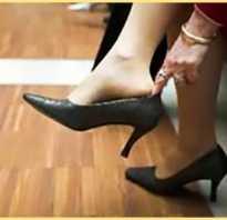 Как растянуть обувь на размер больше в домашних условиях? Как разносить обувь если жмет или натирает