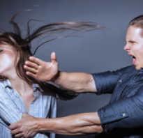 Что делать если муж агрессивный и бьет. Важно знать, куда обращаться и что делать, если муж бьет жену