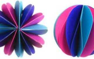 Как сделать новогодний шарик из цветной бумаги. Шарик на елку из конфет. Украшение готовых новогодних шаров