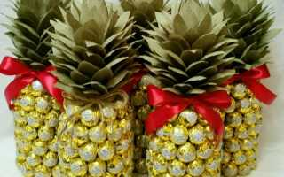 Ананаса из конфет сколько нужно конфет. Упаковка для шампанского из конфет в виде ананаса. Пошаговые фото и описание